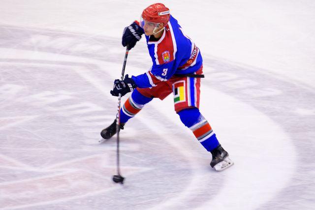 «Академия хоккея им. Б. П. Михайлова» одолела «Сахалинских акул»