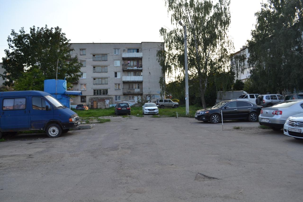 Александр Рем обсудил с жителями 5-го микрорайона установку спортплощадки