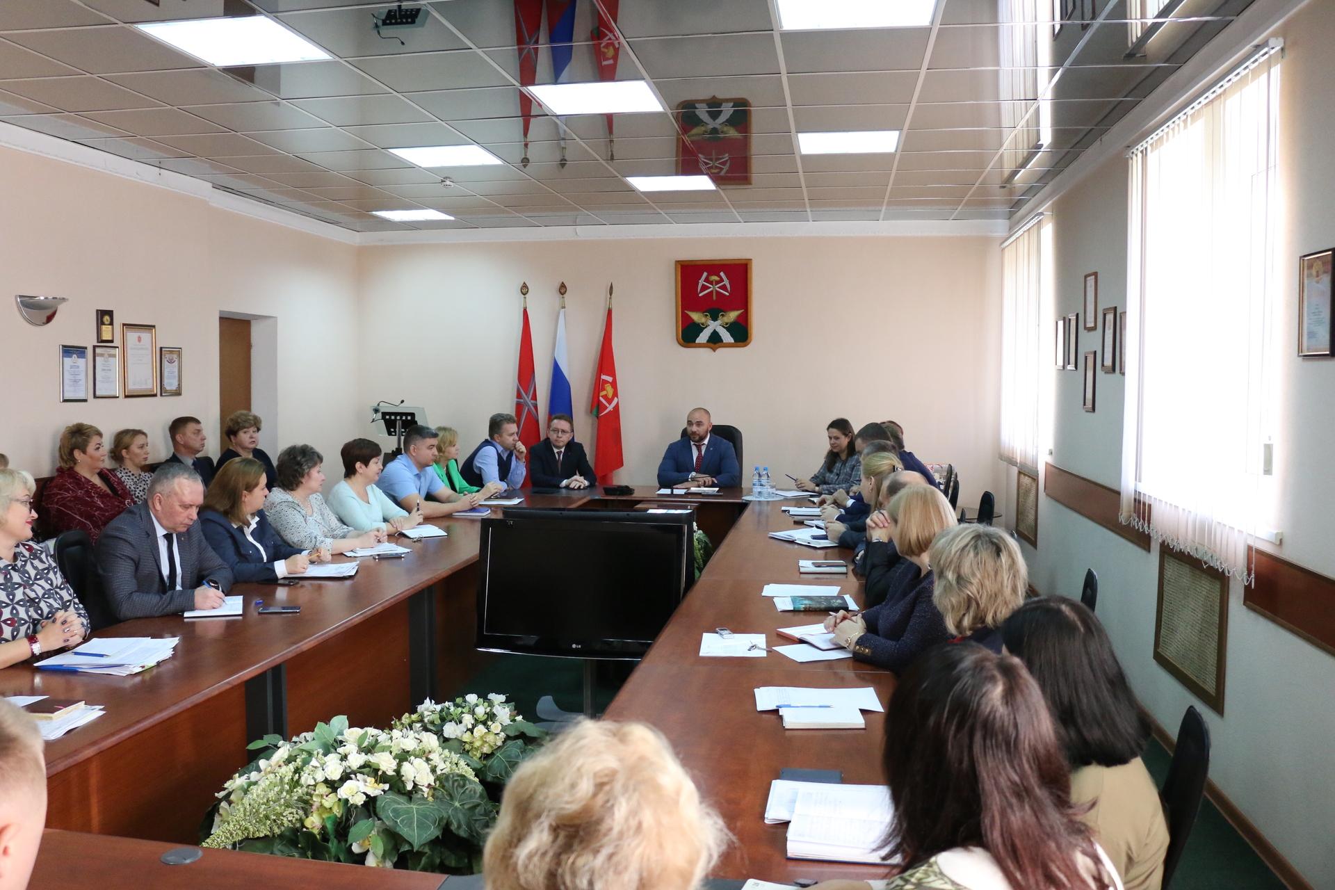 В администрации Новомосковска представили новых руководителей структурных подразделений
