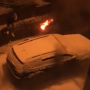 Новомосковская девушка потушила горящий автомобиль снегом